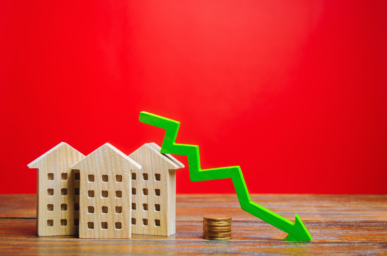 Mortgage rates going down. Photo Credit: iStock.com/Andrii Yalanskyi