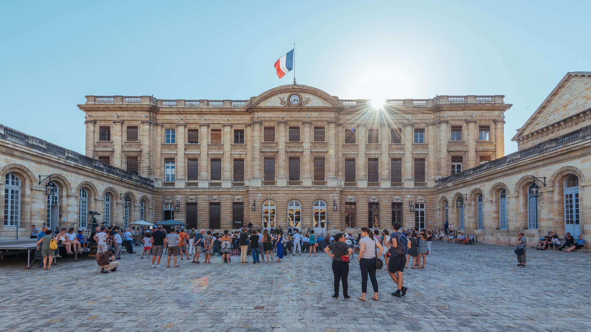 Hôtel de Ville - Quinconces