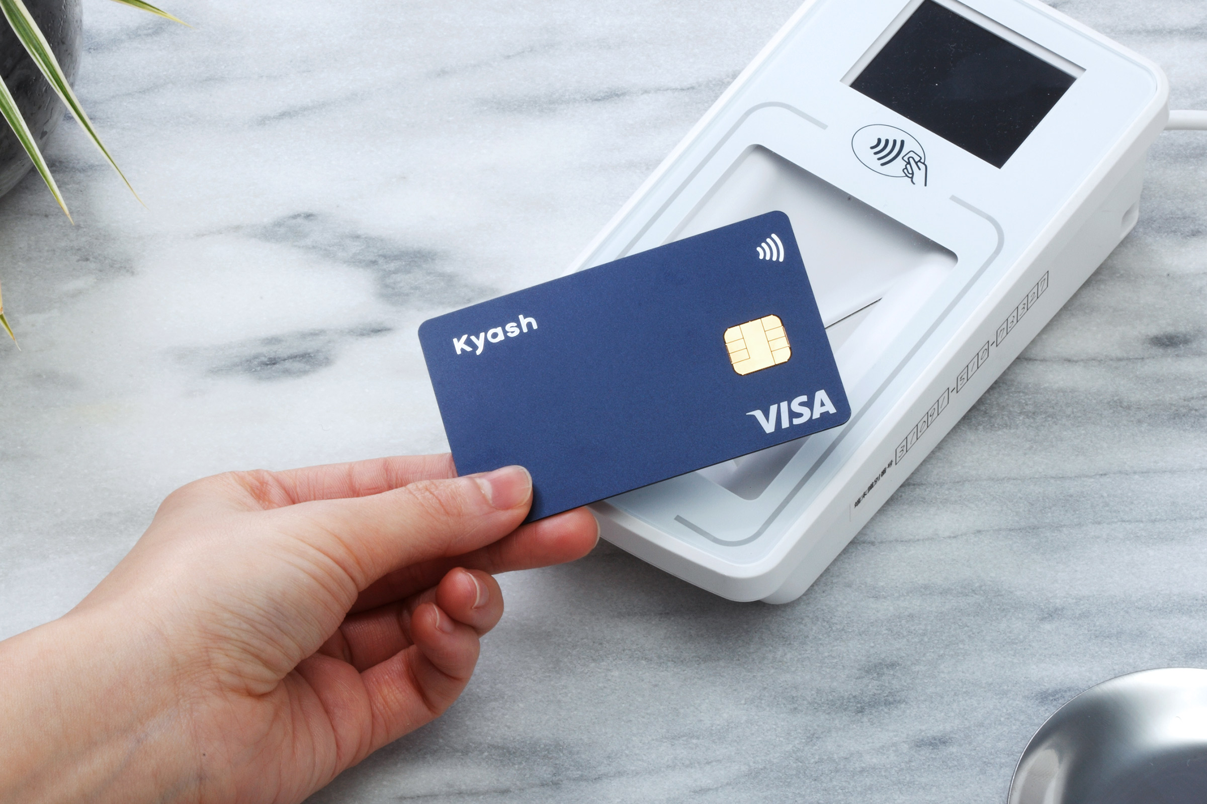 Kyash CardをかざしVisaのタッチ決済