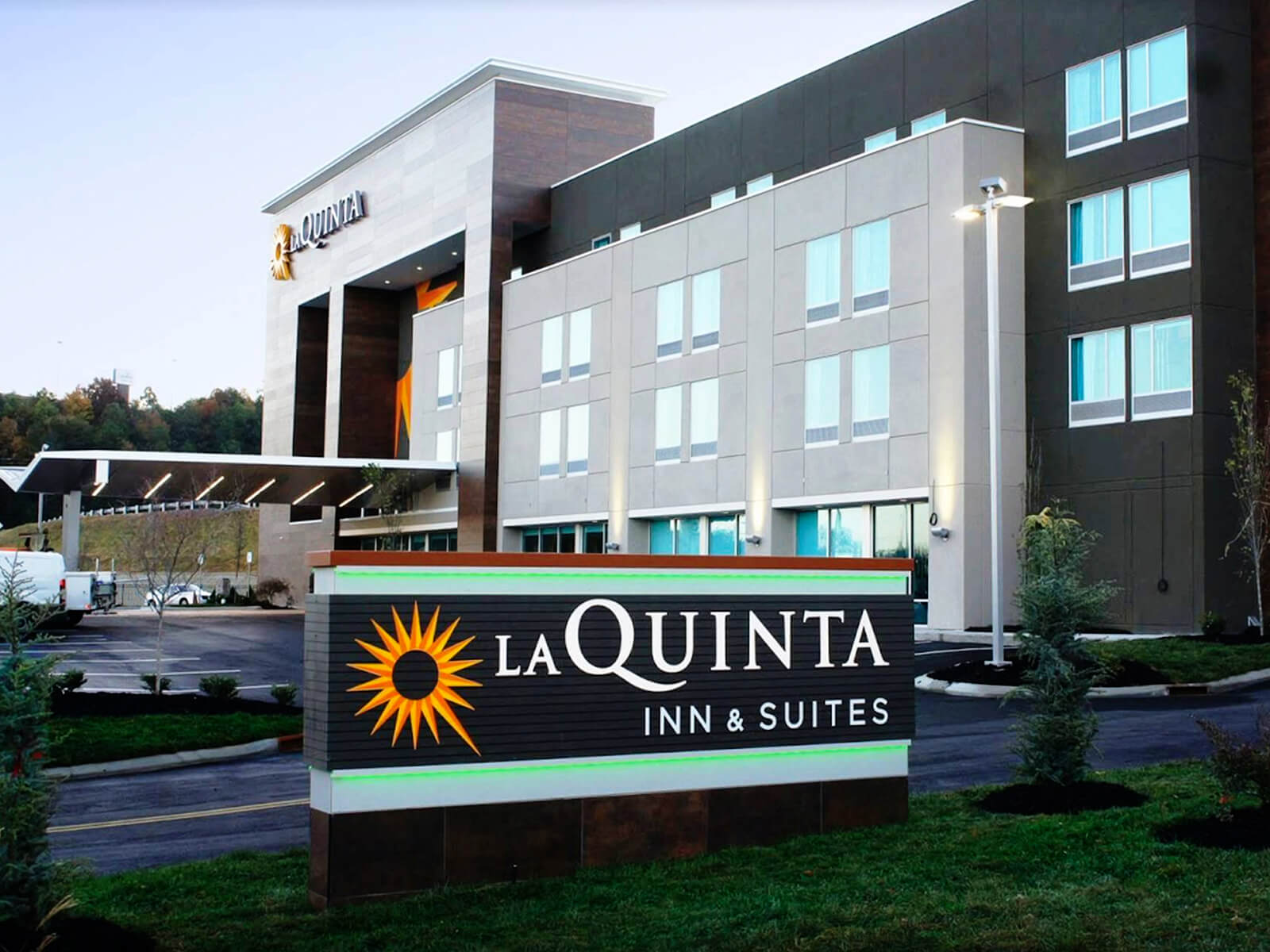 Our award winning hotel signage installation for LaQuinta Inn & Suites