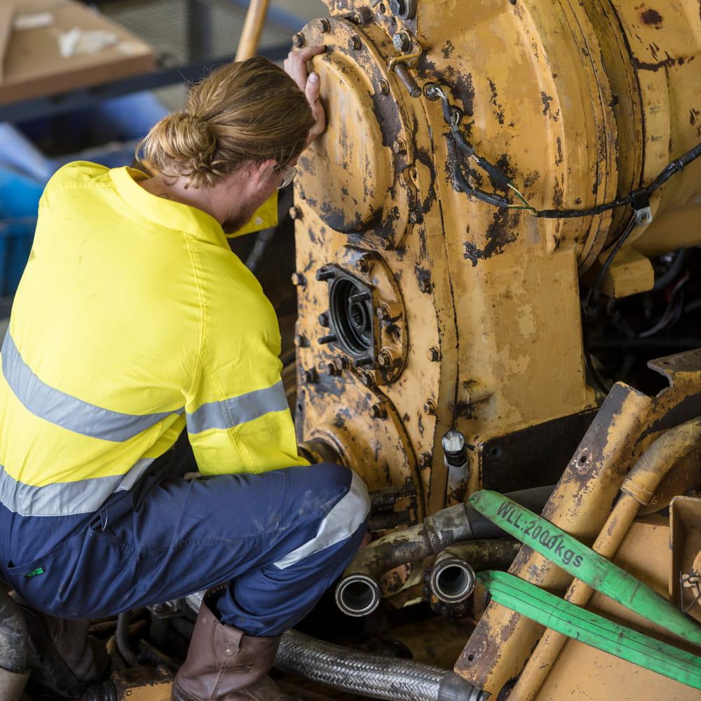 Diesel mechanics in the mines