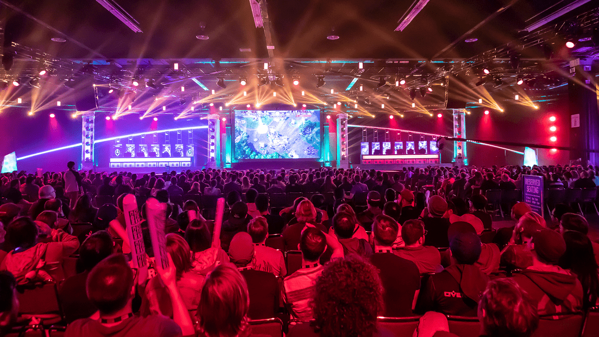 Blizzard Abruptly Kills Heroes of the Storm Esports, Leaving Players And  Casters Fuming