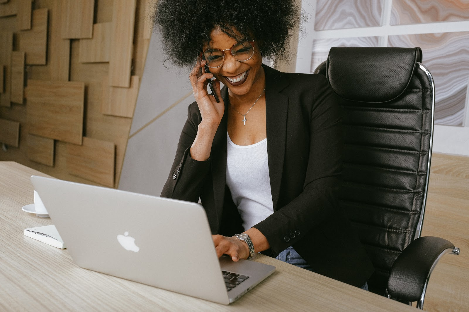 HR professional exploring alternate virtual career fair software