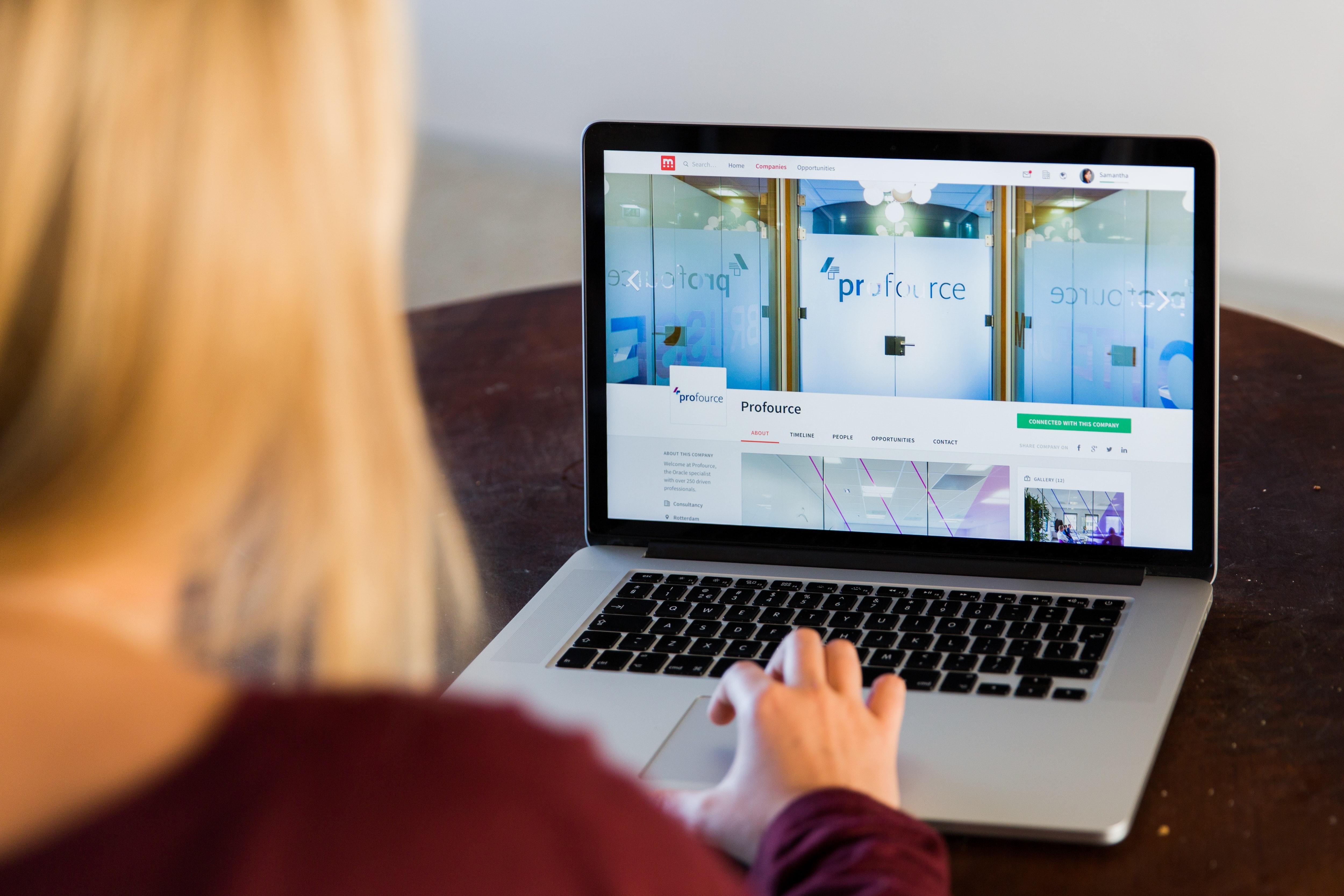 Employee using AI recruiting software