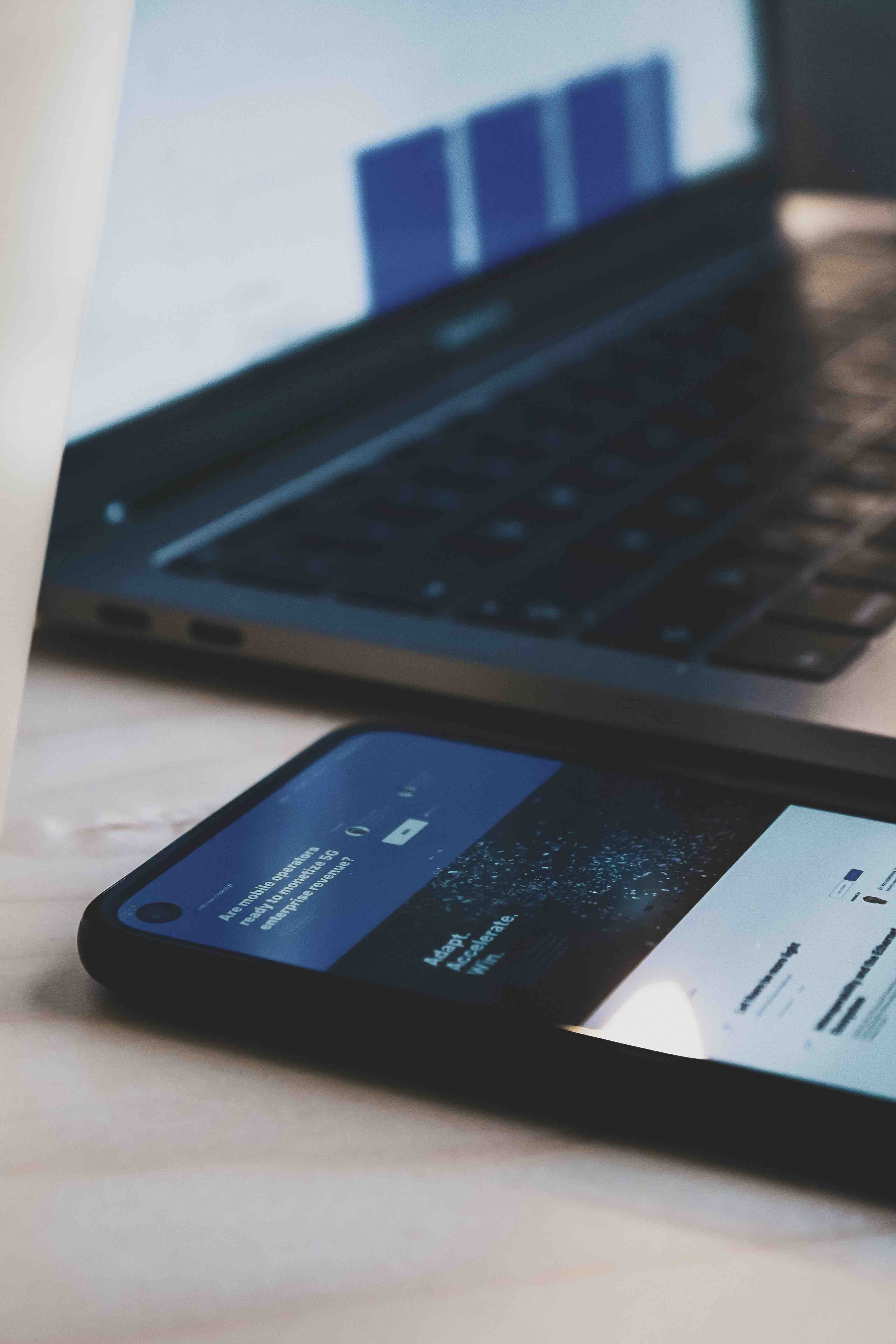 Mobile and desktop applicant tracking software
