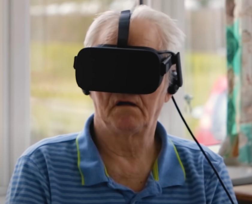 Knud Erik med VR-briller på