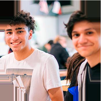 To gutter som går videregående skole