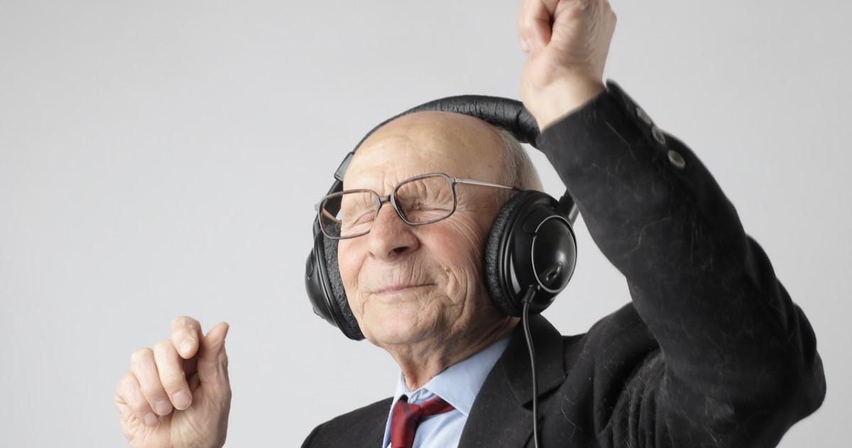 Old folk looking happy