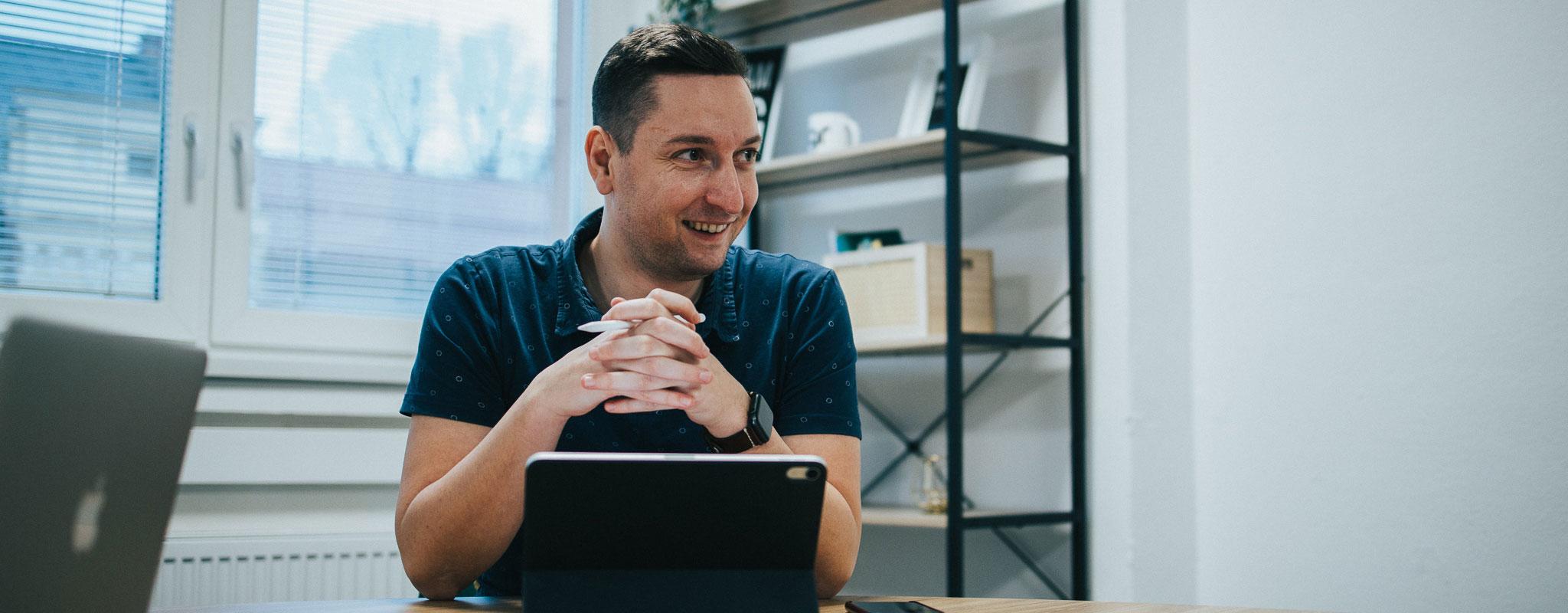 Od detstva a školy cez prvý startup až po GoodRequest - Tomáš Lodňan v podcaste JERGY talks
