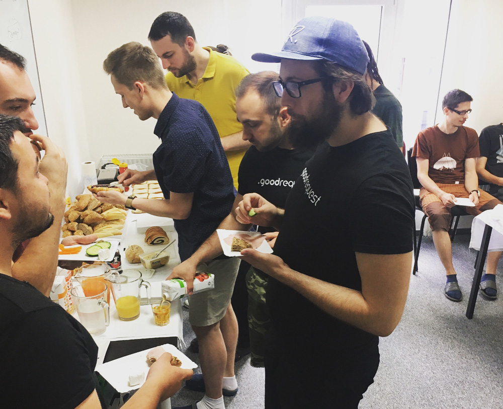 Spoločné raňajky sú dôležitou súčasťou teambuildingových aktivít v GoodRequest