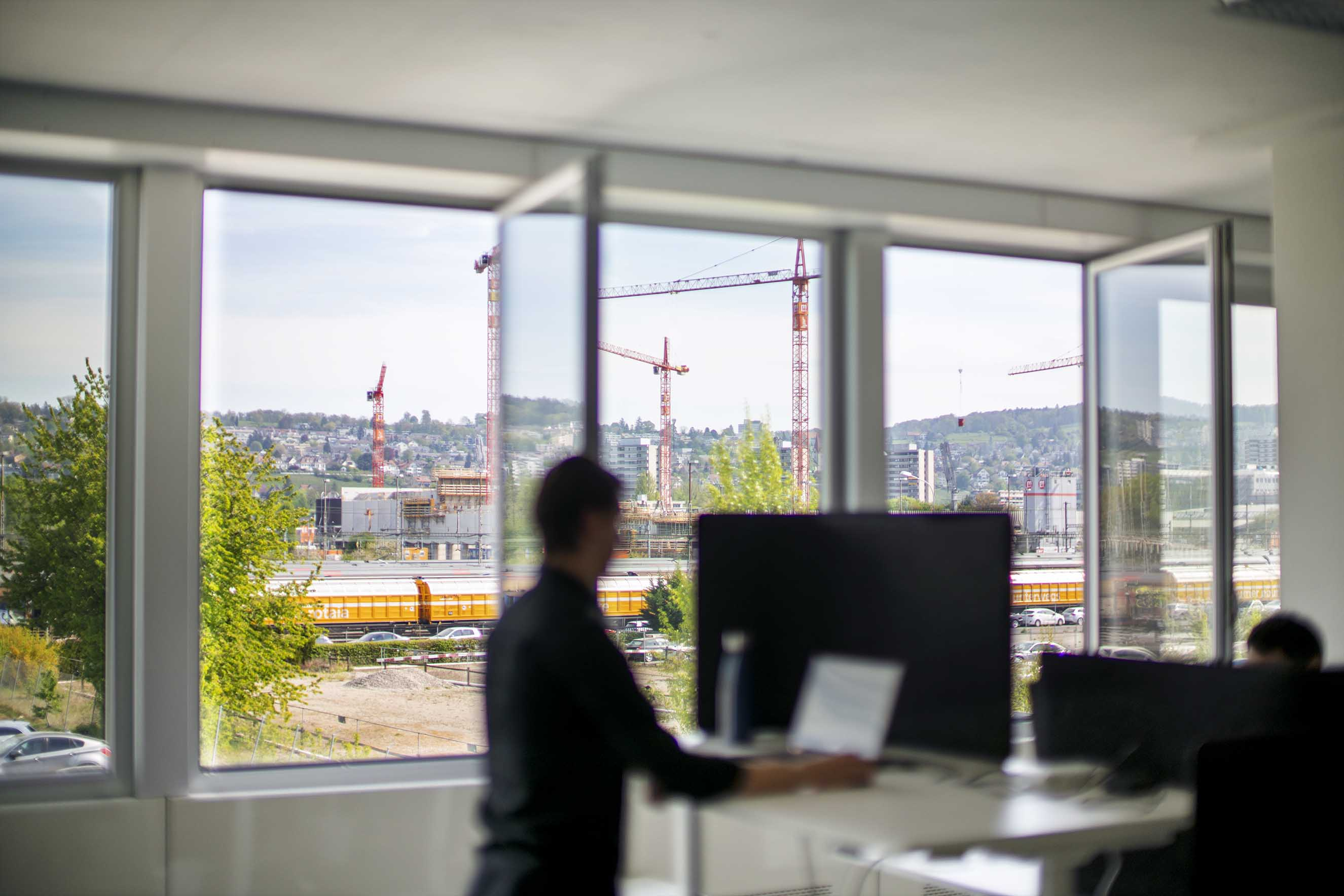 Aussicht, Views. Ein helles, Lichtdurchflutetes Office