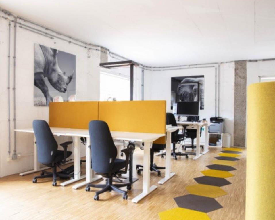 Ergonomische Arbeitsplätze, steh tisch, Mühle Tiefenbrunnen, Bee Inbound AG, Inbound marketing, mieten