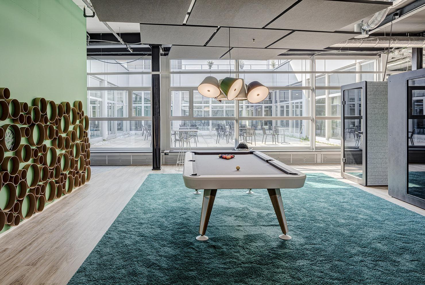 Billiardtisch im Coworking Office Limmatstadt Spreitenbach Office LAB Community Zone