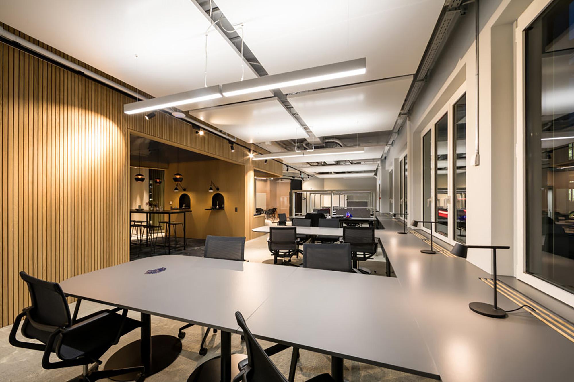 fixe und flexible Arbeitsplätze im Coworking Lounge Tessinerplatz, Bahnhof Enge, Arbeitsplatz mieten