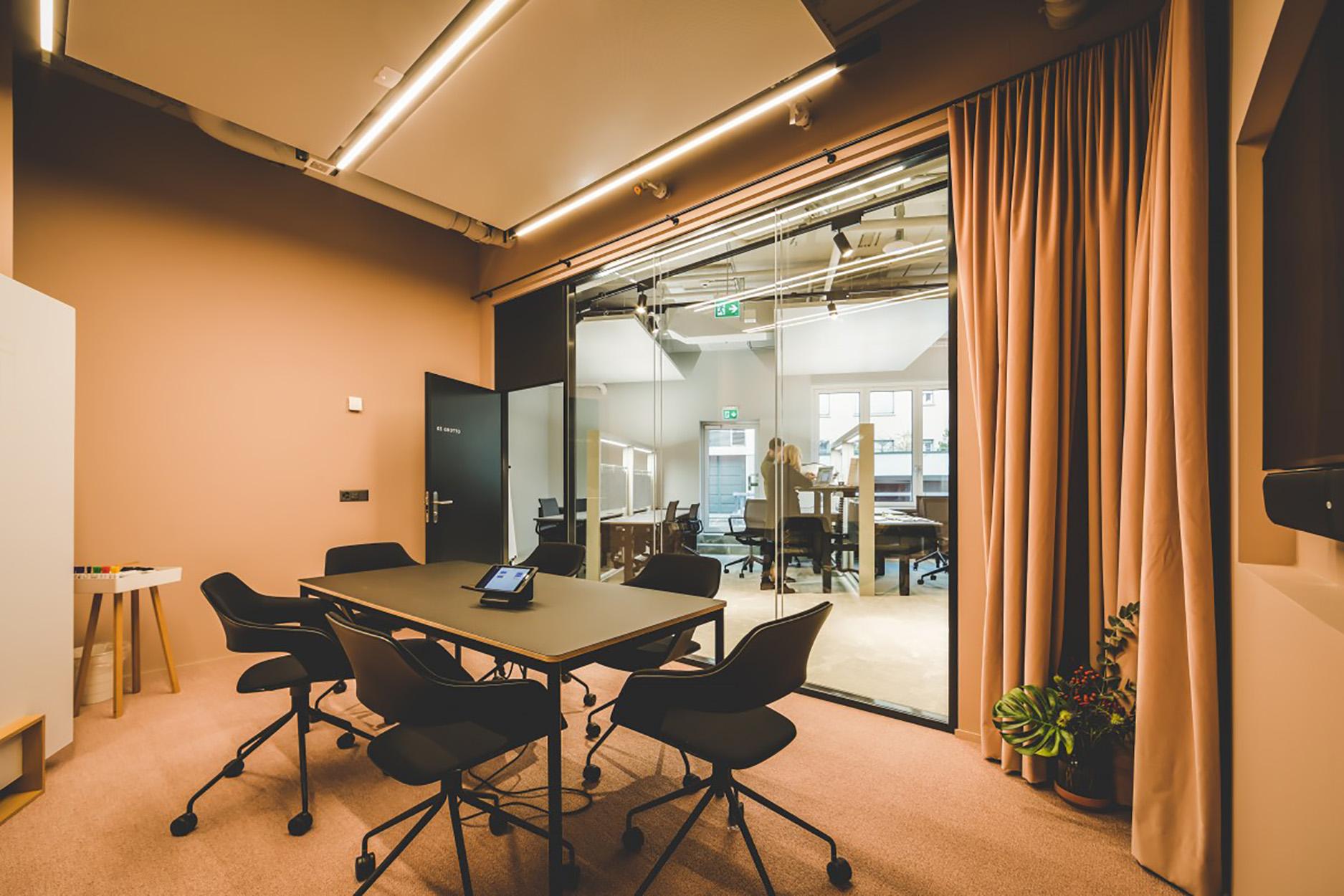 Meeting Raum Coworking Lounge Tessinerplatz direkt beim Bahnhof Enge, Arbeitsplatz mieten