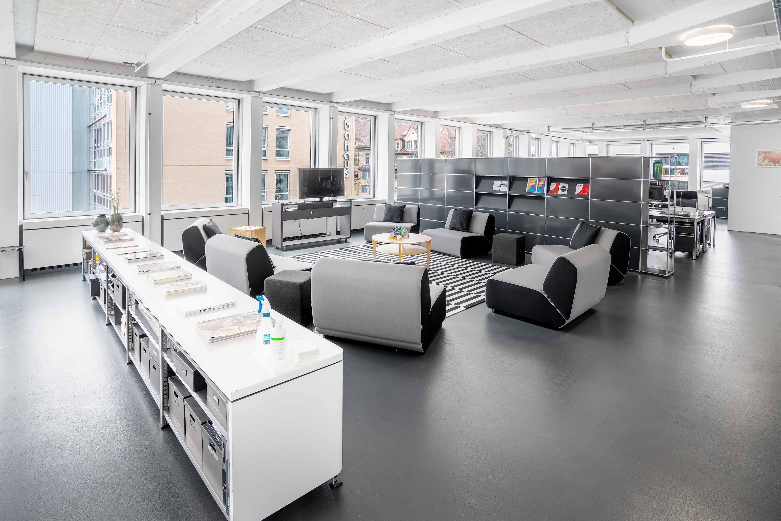 community space, gemeinschaftsraum büro mieten zürich, grossraum office, puls 5 arbeitsplätze, vermieten untermieten und mieten