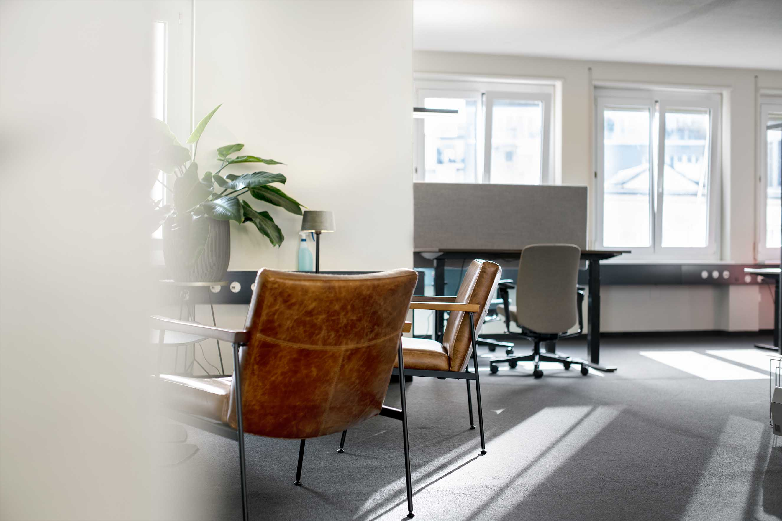 meetingroom in einem coworking shared office, bürogemeinschaft, arbeitsplätze mieten und vermieten, untermieter finden