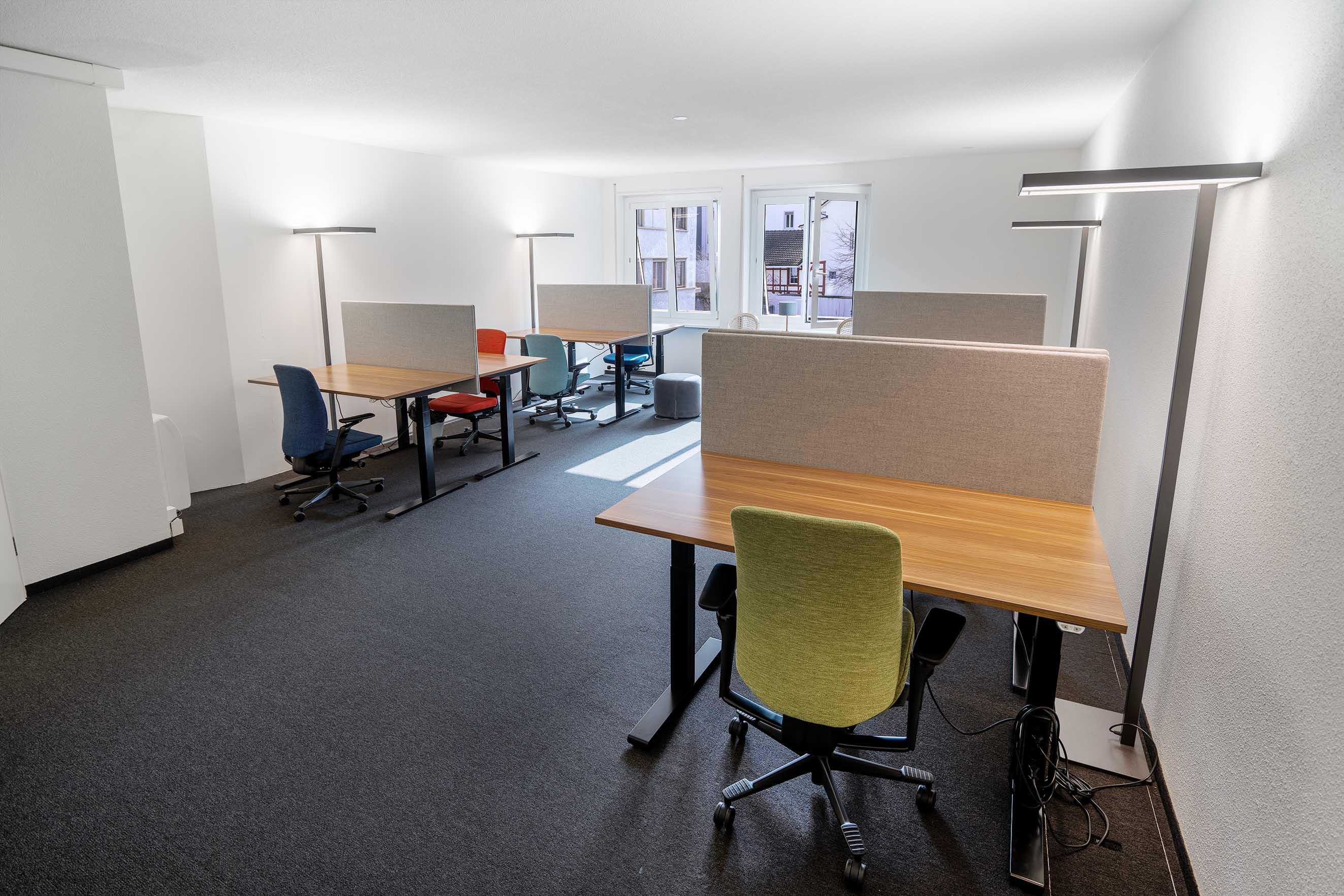 büro mit acht arbeitsplätze kurze mietdauer und komplett ausgestattet und eingerichtet. coworking in zürich, büro mieten