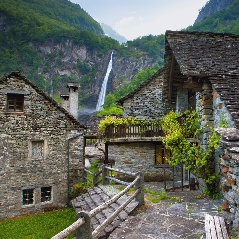 Wandere durch das malerische Val Bavona