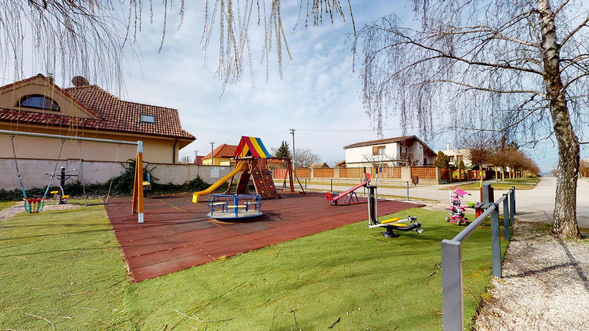 bývanie v Boldogu detské ihriská