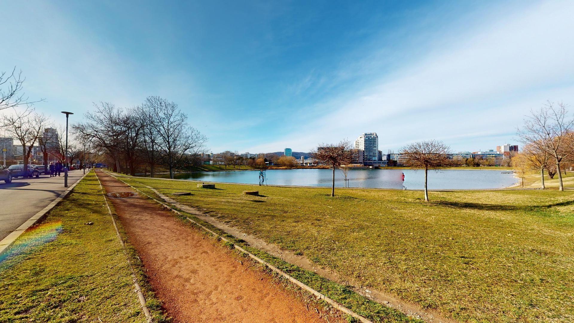 bývanie v Ružinove Štrkovecké jazero
