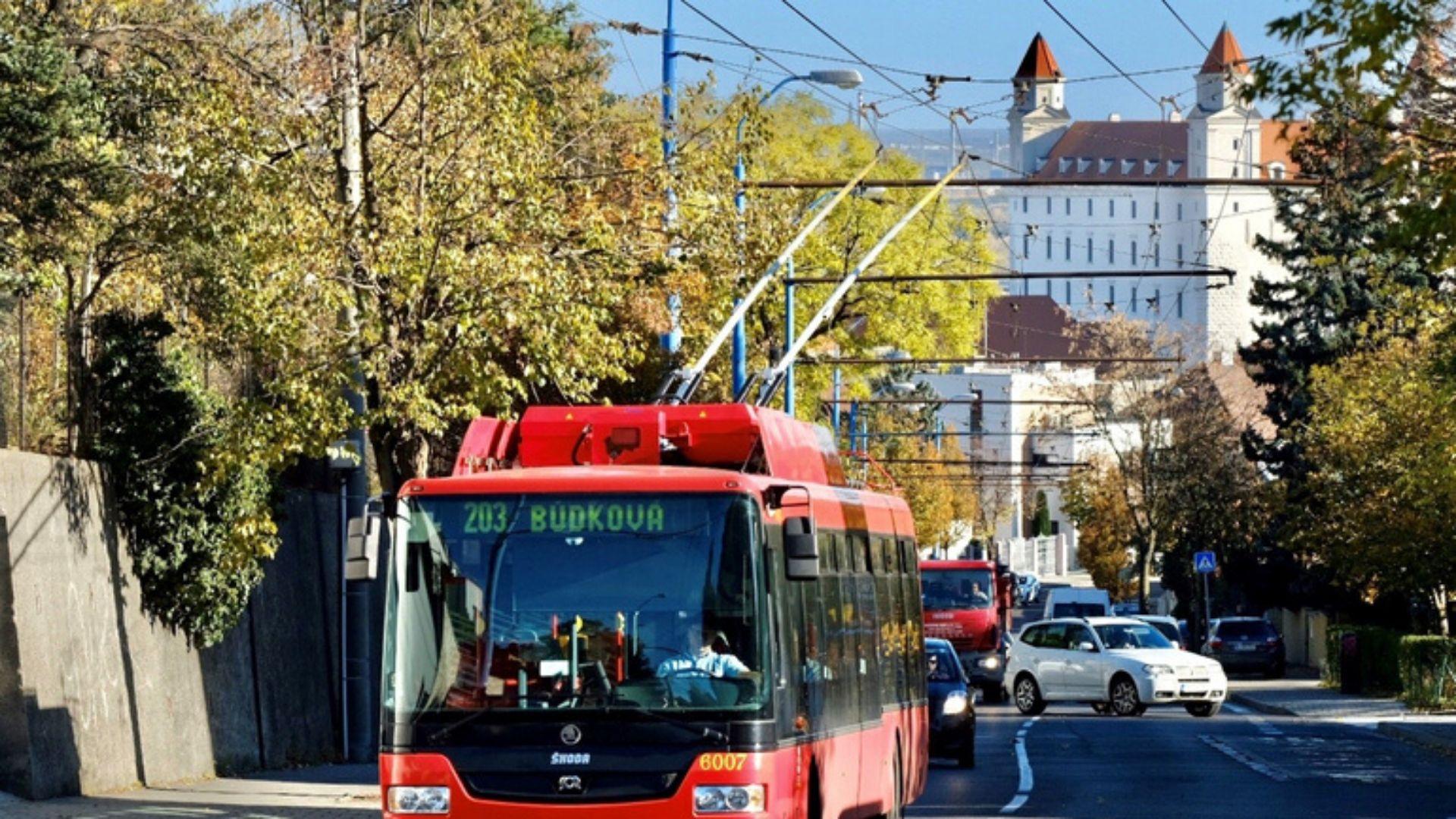 bývanie v Starom meste trolejbusy