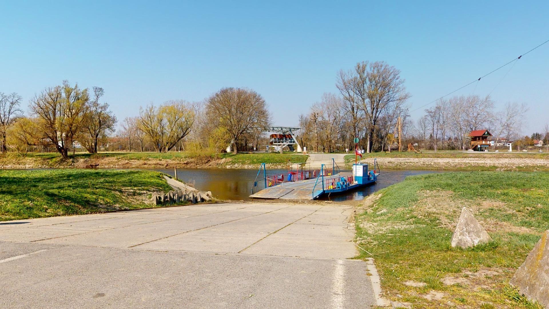 bývanie v Záhorskej Vsi kompa cez Moravu