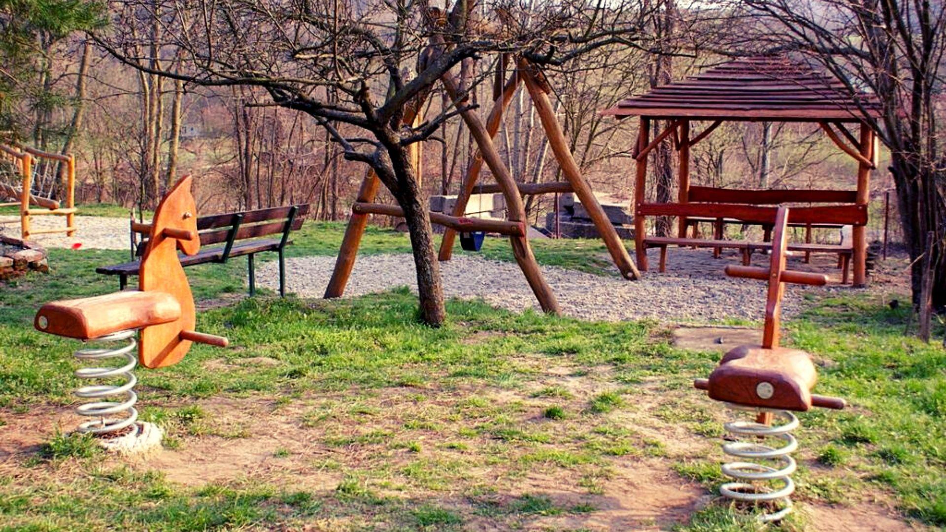 bývanie v Borine detské ihrisko