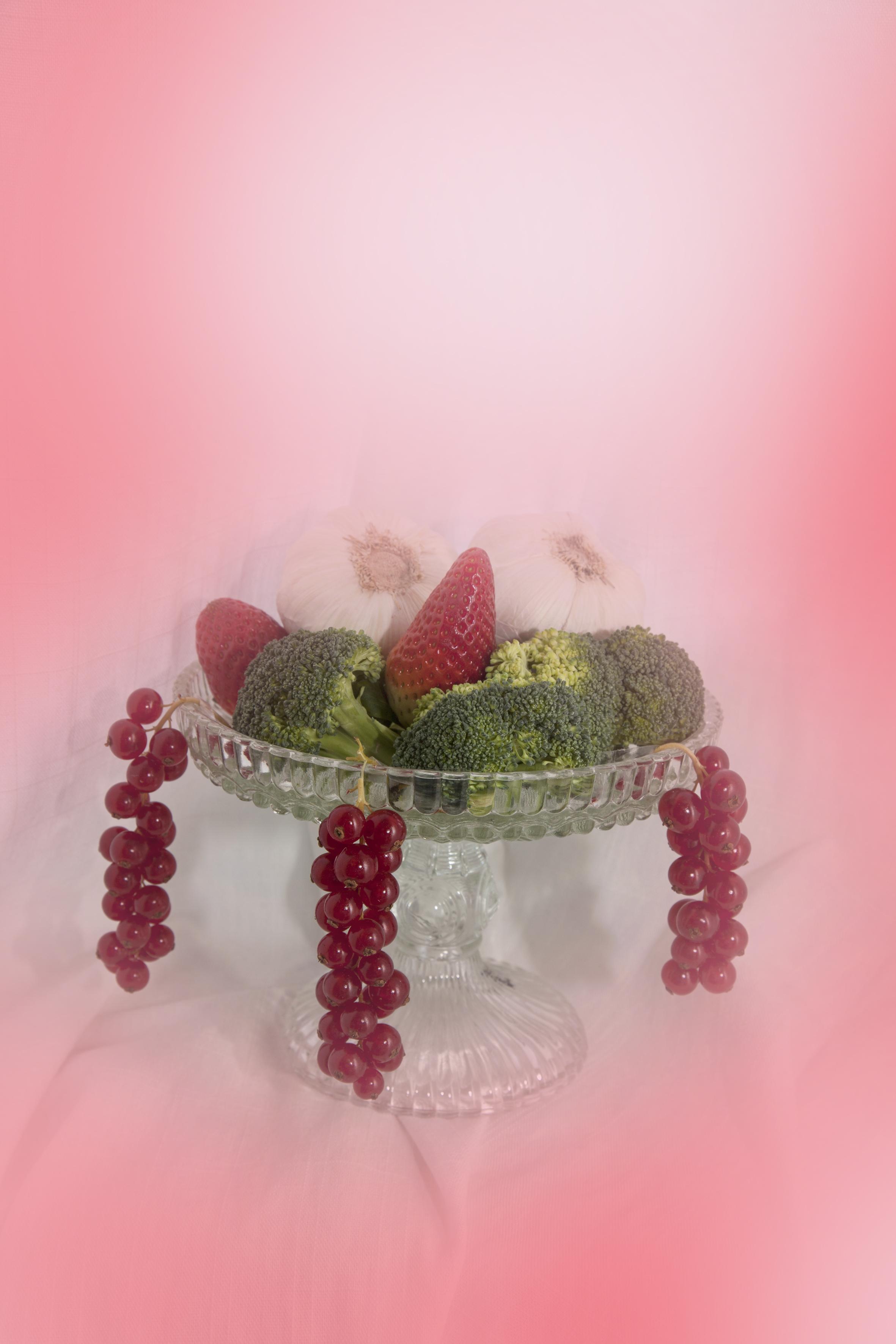 Stilllife Garlic and Berries