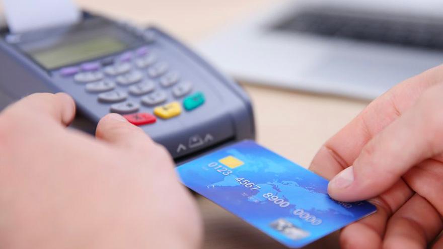 Hoy, la comisión por cobrar con tarjeta se divide entre el adquirente y el banco o billetera que usa el cliente