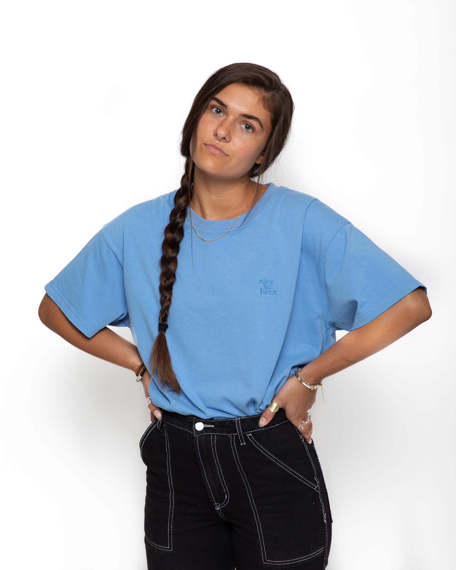 female model wearing the blue weekender tee with her hands on her hips