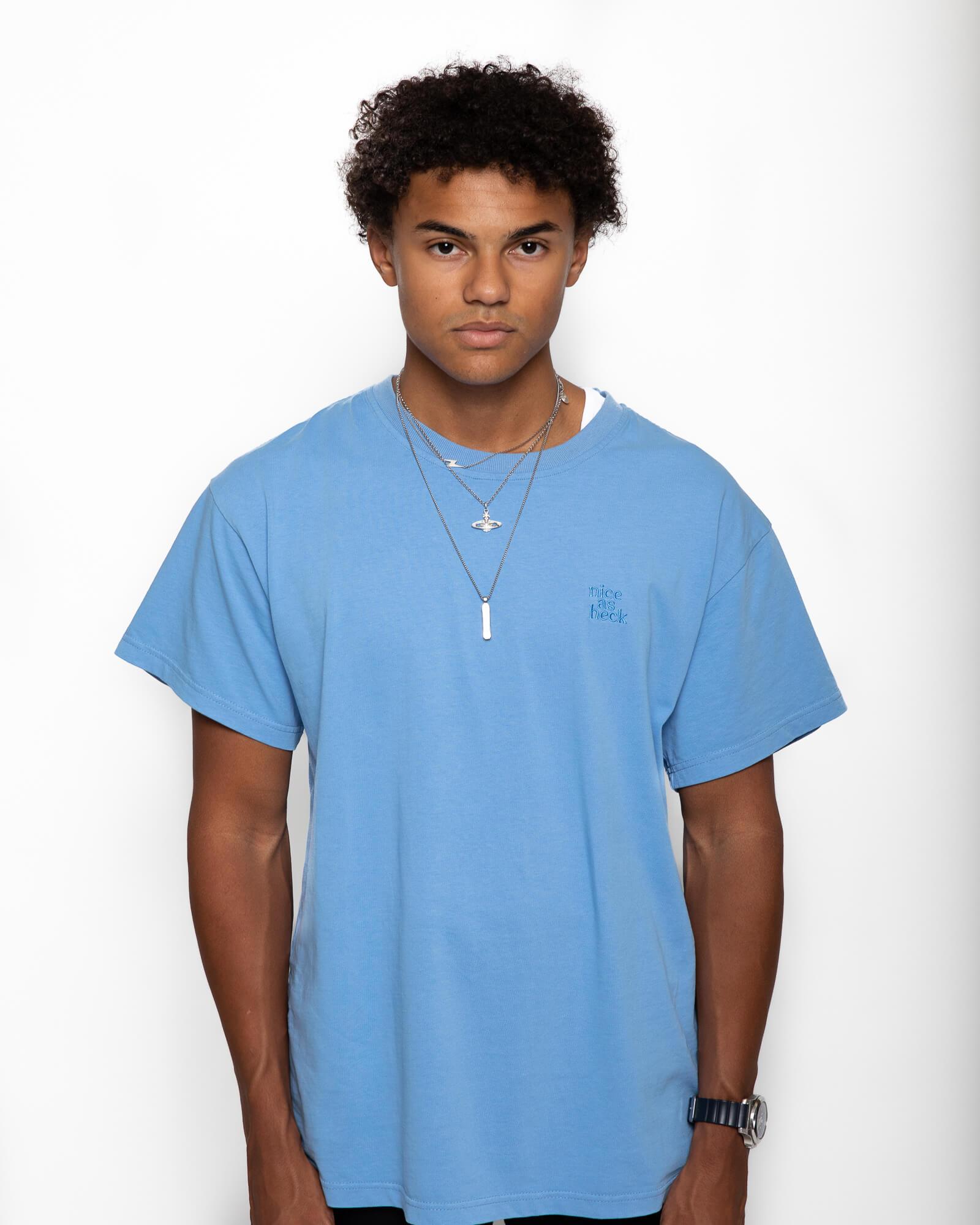 male model wearing the blue weekender tee