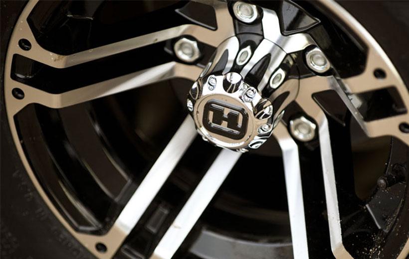 Image of the aluminum wheel up close.