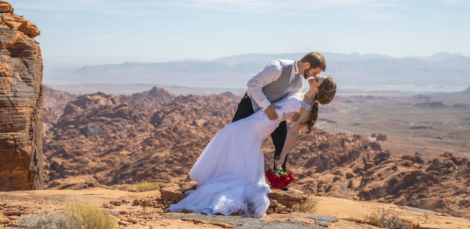 Valley of Fire wedding package with limousine from Las Vegas
