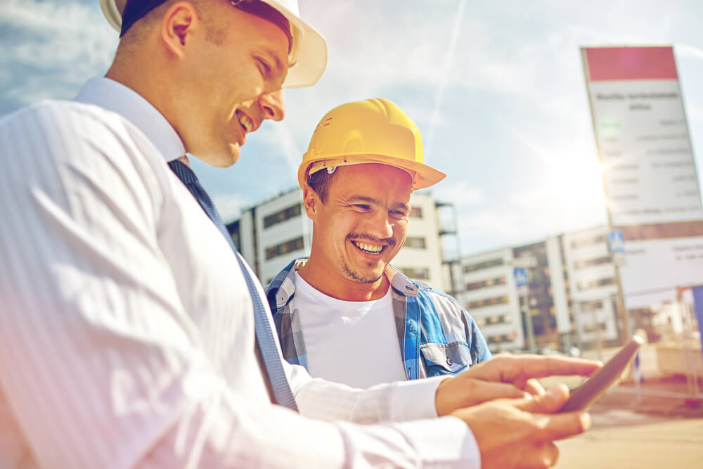 contractors using estimating software on phone