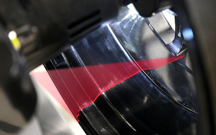 Laser spot wheel balancer machine