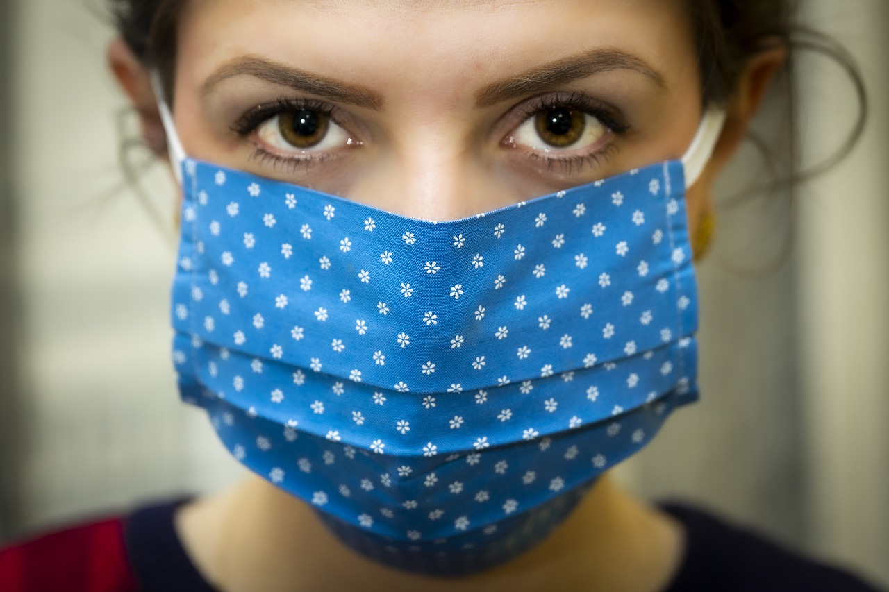 Woman with blue fask mask on