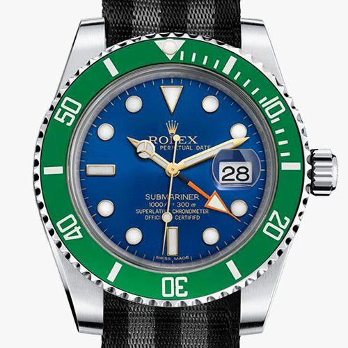 Rolex Submariner avec un cadran bleu et une lunette verte
