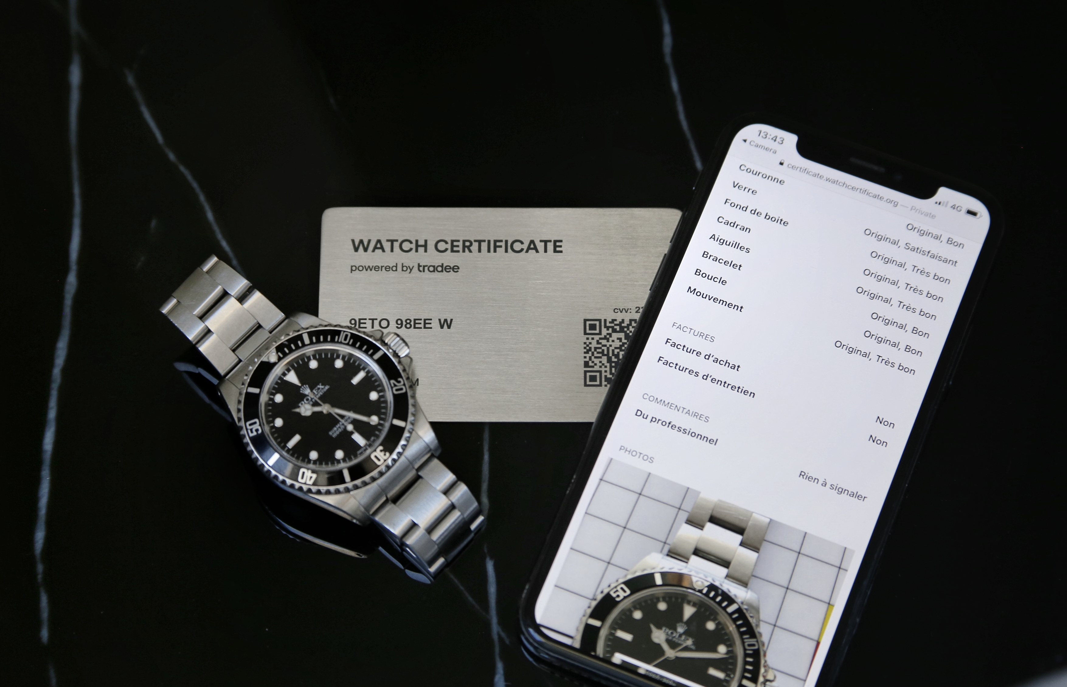 Rolex Submariner 14060 avec un Watch Certificate Steel et son double numérique sur smartphone