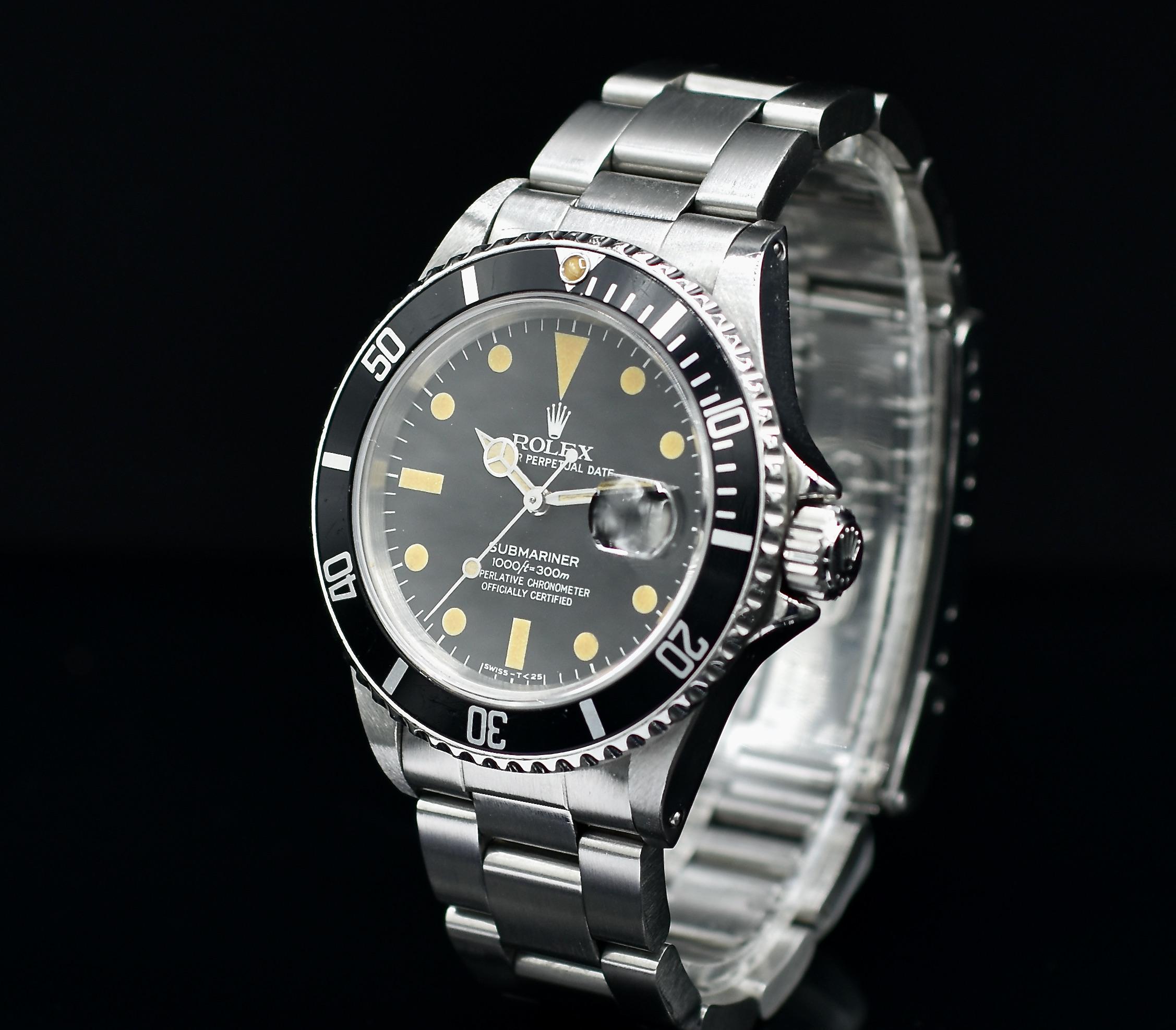 Rolex Submariner de face en plan incliné