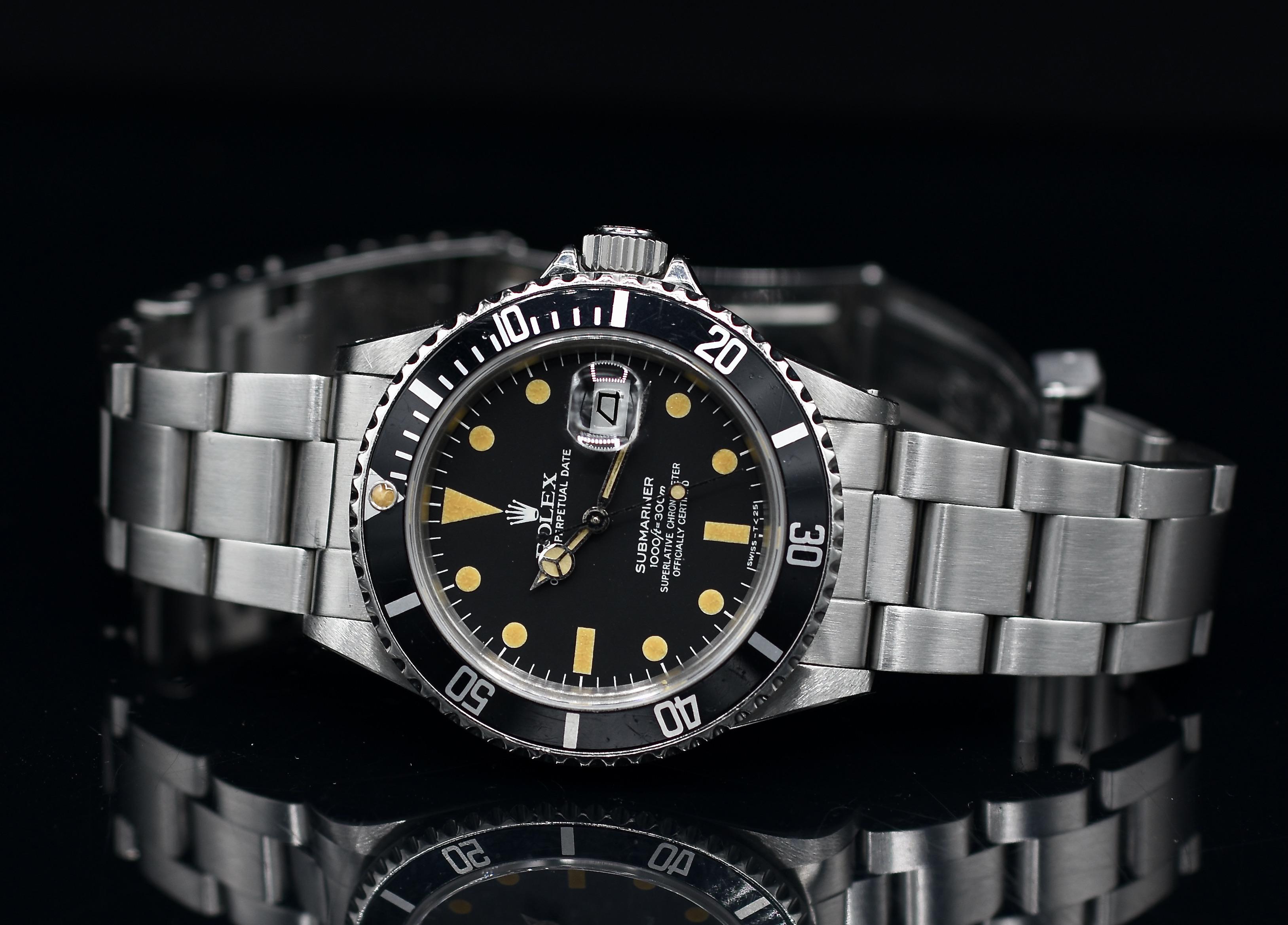 Une photo de face à l'horizontal d'une Rolex Submariner