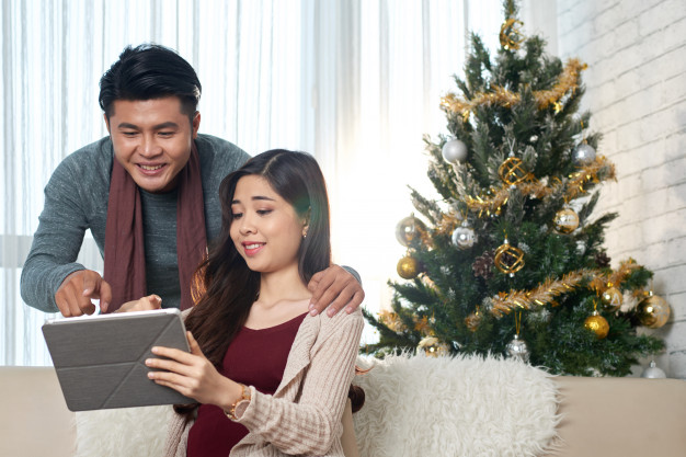 Holiday shopping tips to stay safe against covid