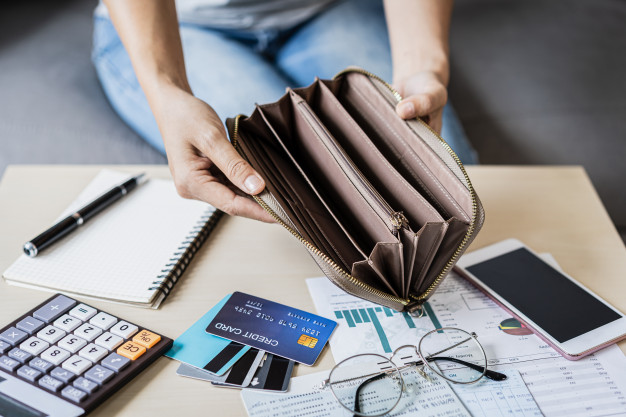 Tips to recover from holiday debts