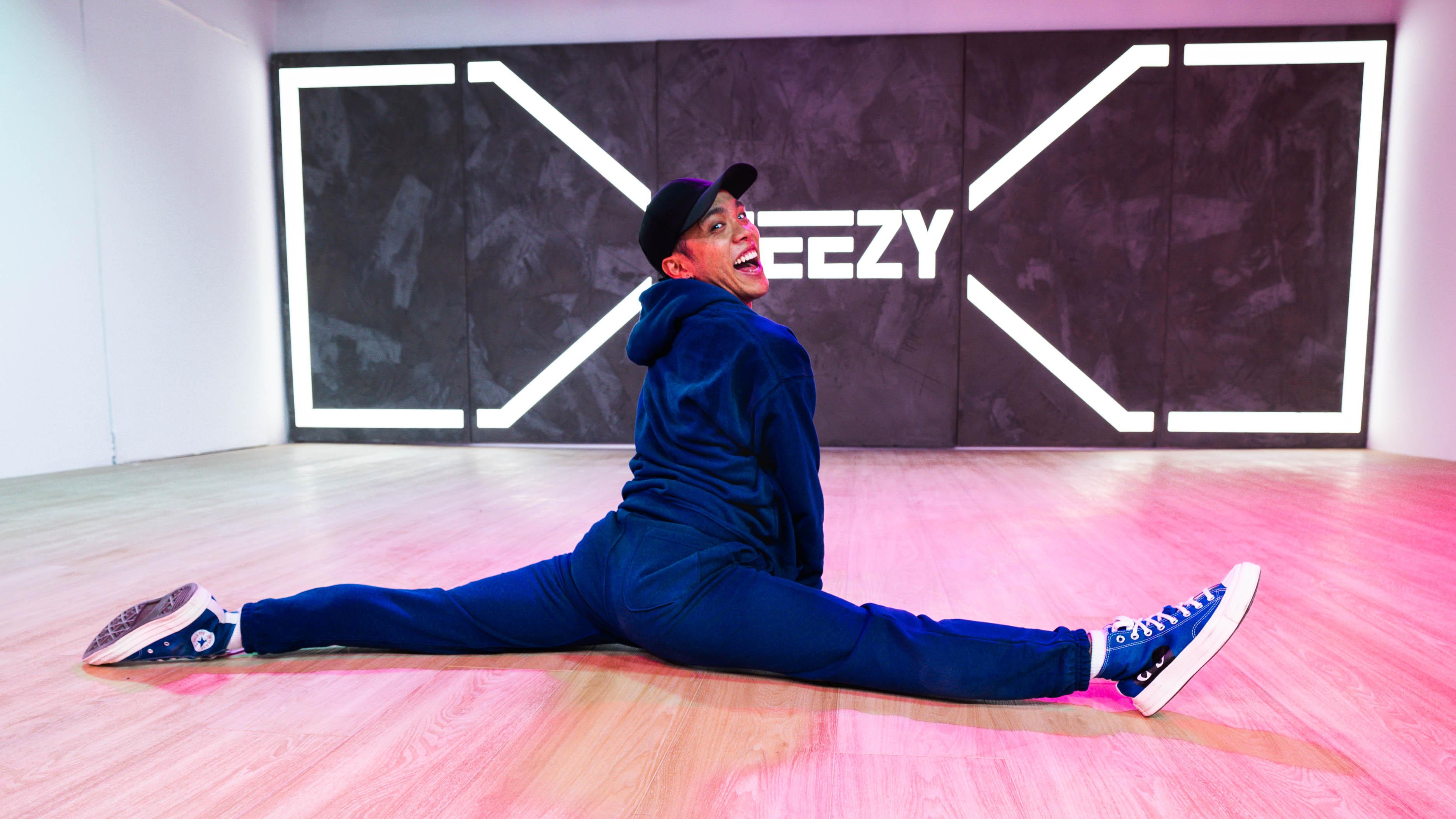 dancer doing a split