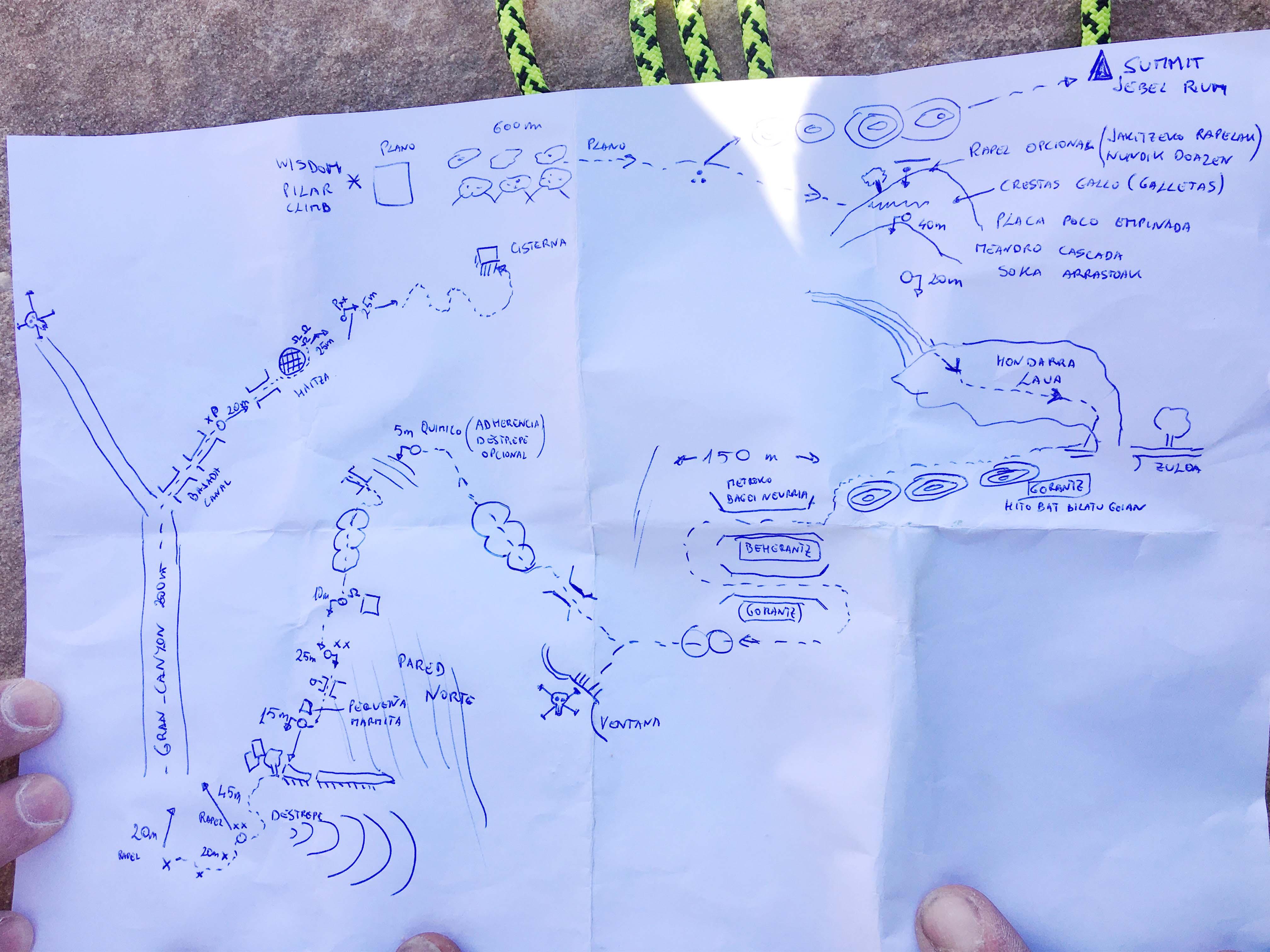 Mappa disegnata a mano del percorso di discesa dal Jebel Rum