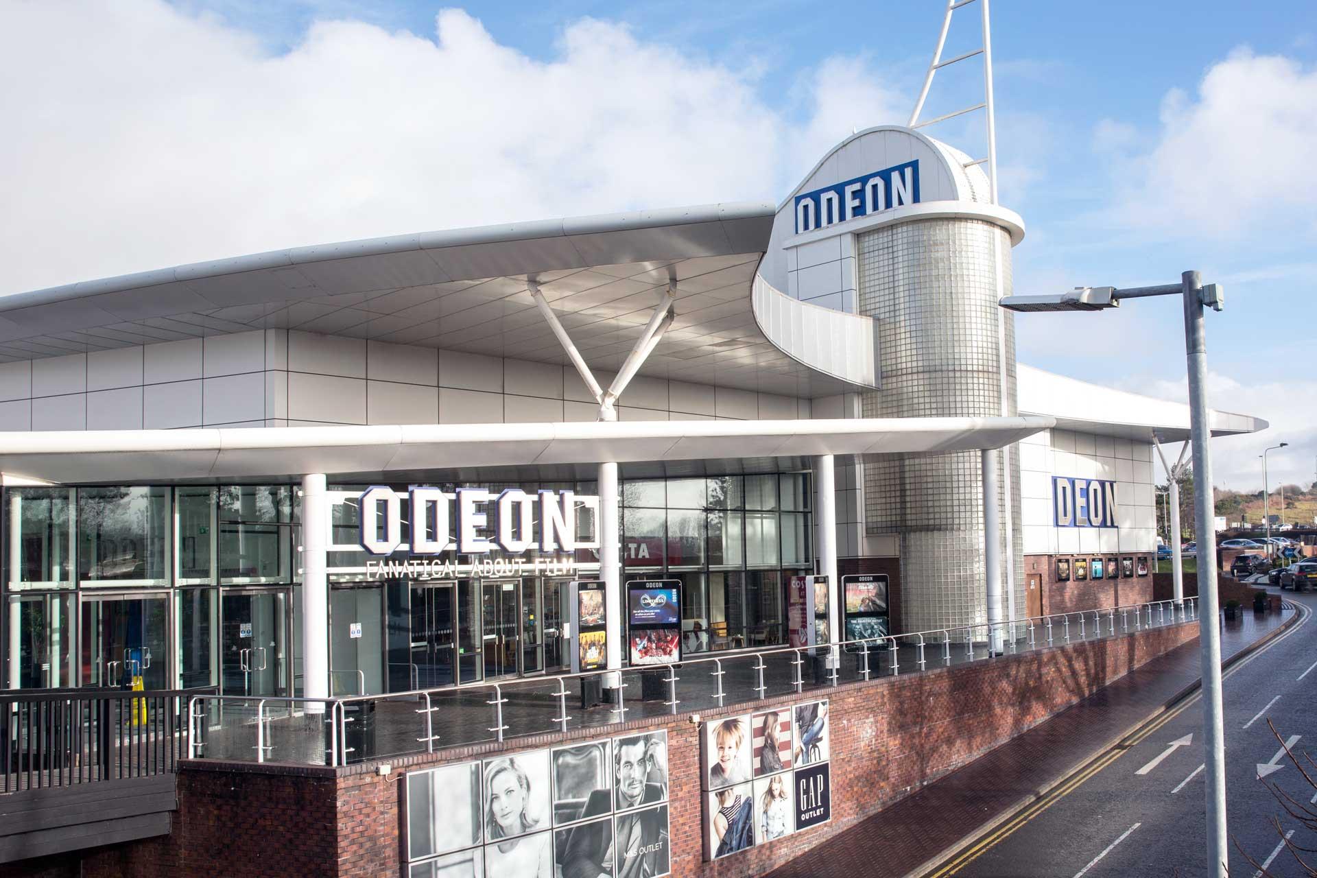 Sinema Odeon yn allfa dylunydd Penybont