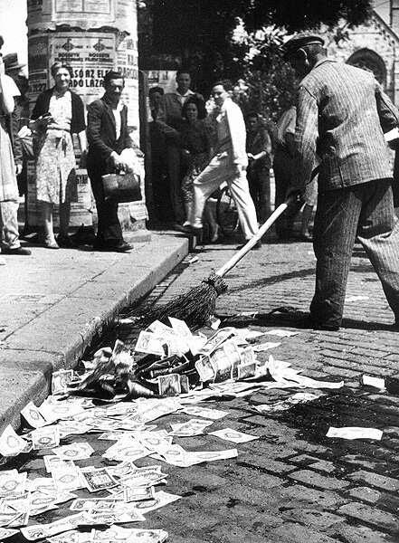 Pieniądze leżące na ulicy