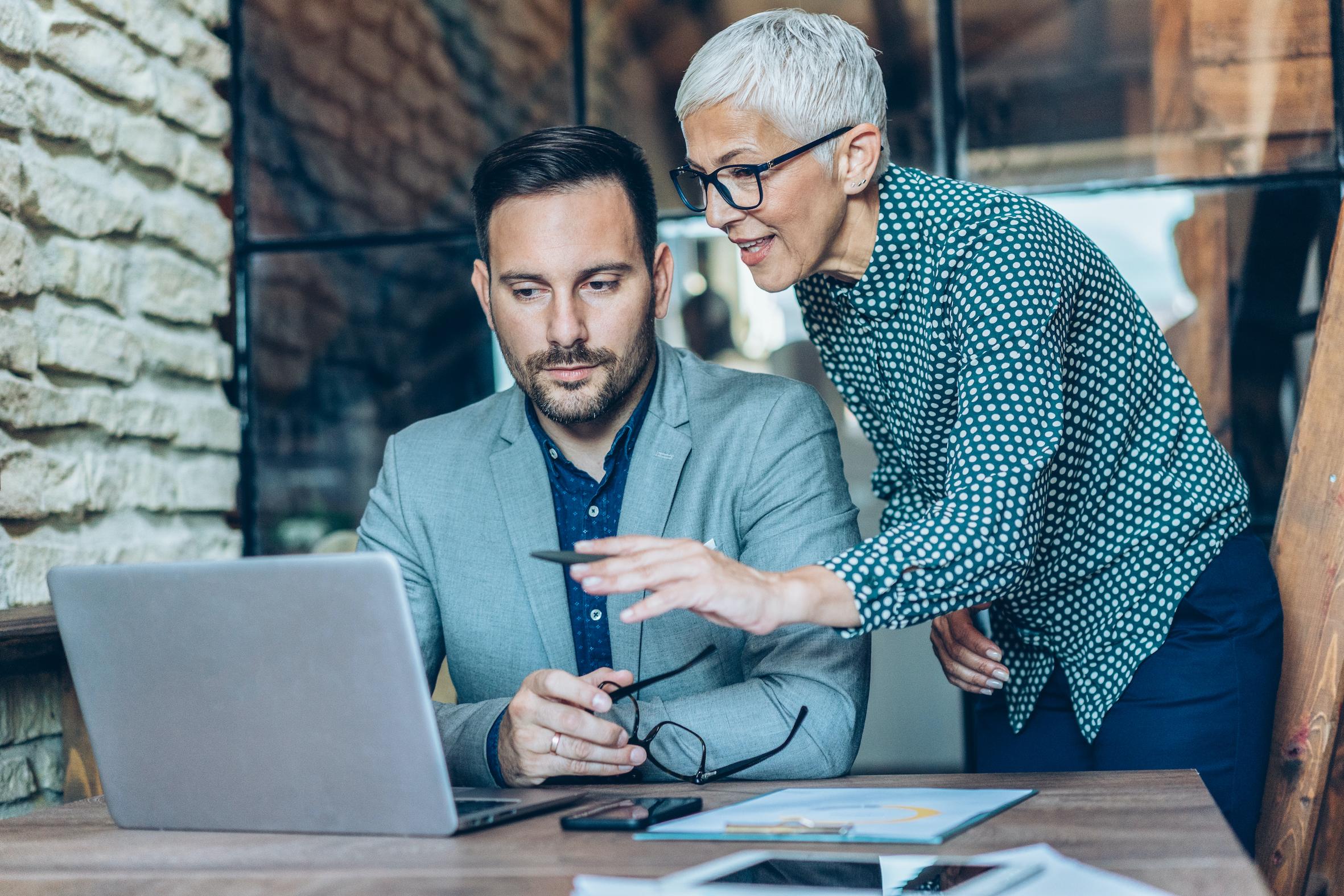 Senior Experts in Unternehmen: So viel Potenzial steckt in den Generationen 60+
