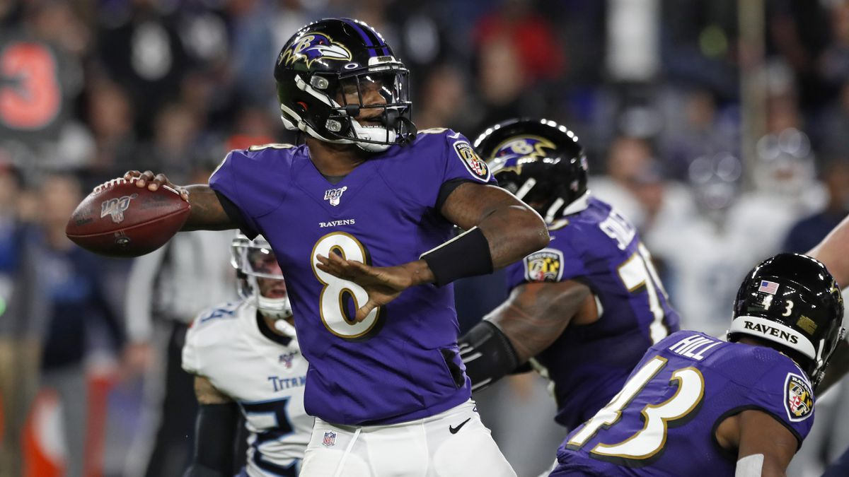 Baltimore Raven's Quarterback Lamar Jackson, number 8, looking down the field to make a pass.