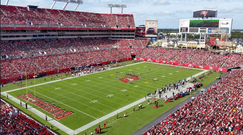 Buccaneers stadium filled with people